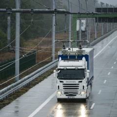 Scania truck fitted with a pantograph developed by Siemens