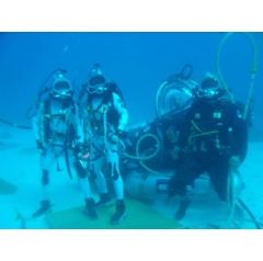 NEEMO 16 aquanauts Kimiya Yui and Tim Peake pose with their support diver and astronaut Mike Gernhardt in the DeepWorker single-person submarine.