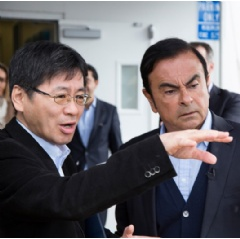 Tetsuya Iijima (General Manager of Autonomous Drive Technology Development Department) & Carlos Ghosn (Nissan Chairman and CEO)