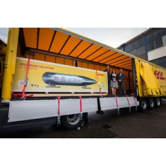 f.l.: Tim Houter, captain of the TU Delft Hyperloop team, Marleen van de Kerkhof TU Delft spokesperson and Michiel Greeven, CEO, DHL Express Netherlands.