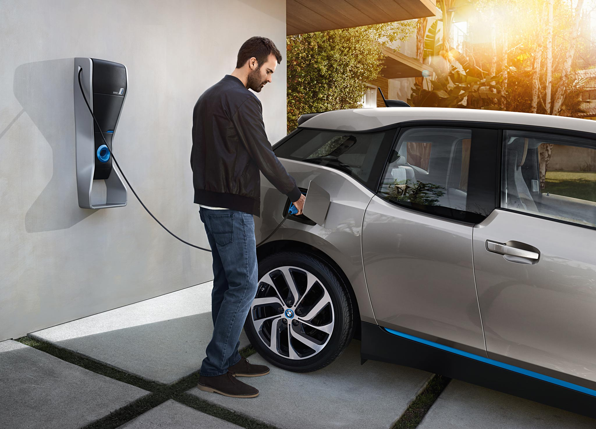 E-car makers team up for Europe charging network
