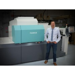 Brad Scull, owner and second generation, Yorke Printe Shoppe, alongside his J Press 720S, at their Chicago-area facility.