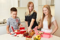 Samantha Judd - designs kids lunchboxes, creates school lunch box menus