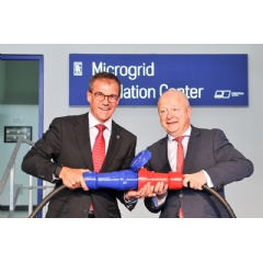 New MTU Microgrid Validation Center in Friedrichshafen: Andreas Schell (left), President and CEO of the Rolls-Royce business unit Power Systems, and Michael Theurer (right), deputy chairman of the FDP parliamentary party in the German Bundestag.