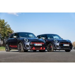 Family Shot: The MINI John Cooper Works with GP Pack and the new MINI Cooper Works GP.
