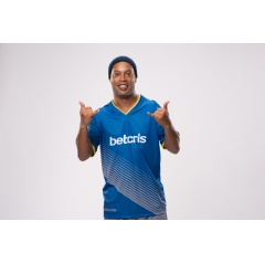 Betcris Football Ambassador and former FIFA World Player of the Year (2005), Ronaldinho Gaucho.