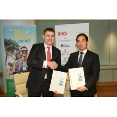 IHG's Kenneth Macpherson with Doan Quoc Huy, Vice President BIM Group, at the Holiday Inn & Suites® Vientiane signing ceremony.