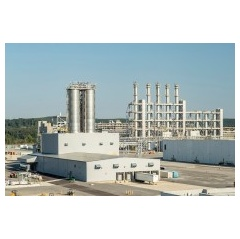 A view of the new pyrogenic silica production facility (left) and the polysilicon plant (right) at the Charleston site. The WACKER Group has been manu-facturing hyperpure multicrystalline silicon in Tennessee, USA, since 2016. (Photo: WACKER)