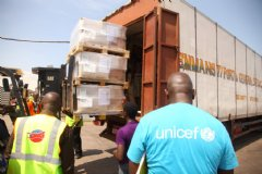 With funds from the World Bank Group, UNICEF delivers essential supplies to Sierra Leone to deal with the Ebola outbreak. Photo: World Bank/Francis Ato Brown