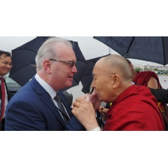 Richard Moore greeting His Holiness the Dalai Lama on his arrival in Derry, Northern Ireland, UK. Photo by Jeremy Russell/OHHDL