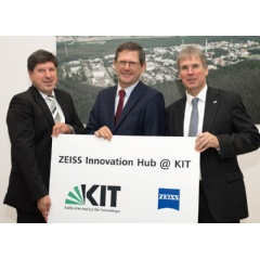 From left: Prof. Dr. Thomas Hirth, Vice President of KIT for Innovation and International Affairs at KIT, Prof Dr. Michael Kaschke, President and CEO of Carl ZEISS AG, Prof. Dr.-Ing. Holger Hanselka, President of KIT