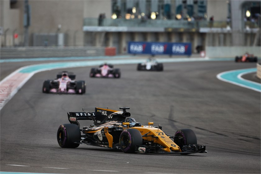 Sainz: Renault Going 'Max Out' for $6.5 Million Bonus in Abu Dhabi