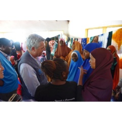 During a visit to a women's centre in Dadaab, Kenya Grandi reassured refugees of UNHCR's continued support.   © UNHCR
