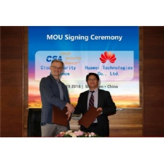 Cloud Security Alliance (CSA) CEO Jim Reavis (left) and Huawei Service Ecosystem Management VP Trevor Cheung (right) signed the MOU