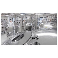 A cleanroom for producing biologics at WACKER's Jena site. Bacteria in the fermenters help produce active proteins for medications used, for example, to treat cancer and multiple sclerosis.