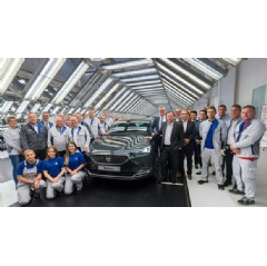 Members of the board and of the management of both group brands were accompanying the production start of the SEAT Tarraco together with employees of the Wolfsburg plant.