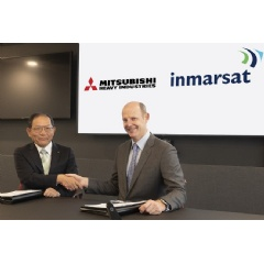 Masahiro Atsumi, Vice President & Senior General Manager for Space Systems at MHI and Rupert Pearce, CEO of Inmarsat, at the signing ceremony.