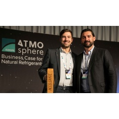 Manuel Fröschle (left) accepted the award for GEA at the Atmosphere Europe conference in Italy. (Photo: shecco)