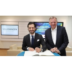 HRH Carl Philip, Prince of Sweden, is signing the Volkswagen guest book