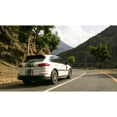 All-seasons adventure with the Porsche Cayenne S E-Hybrid