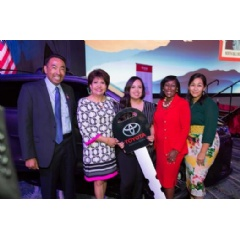 Presentation to El Concilio of a new Toyota Highlander Hybrid at the 2017 National Council of La Raza (NCLR) Annual Conference and National Latino Family Expo.