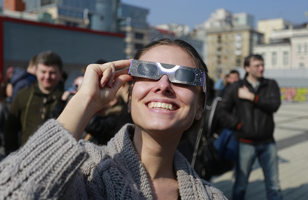 How to Watch the Solar Eclipse Live in the Chicago Area